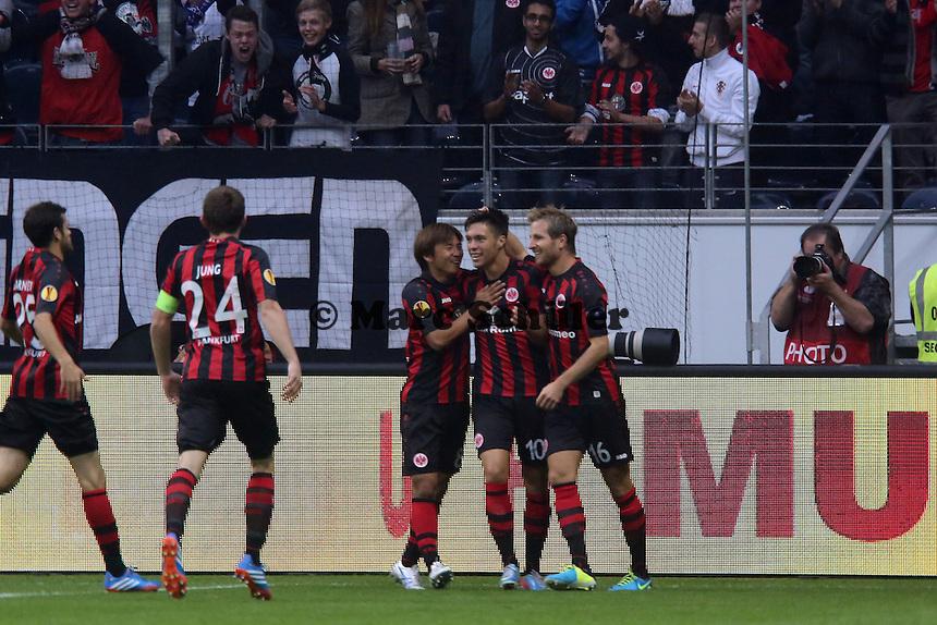 Vaclav Kadlec (Eintracht) jubelt ueber sein Tor zum 1:0 mit Takashi Inui und Stefan Aigner - 1. Spieltag der UEFA Europa League Eintracht Frankfurt vs. Girondins Bordeaux