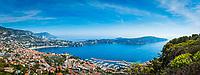 Frankreich, Provence-Alpes-Côte d'Azur, Villefranche-sur-Mer: Ausblick ueber die Bucht von Villefranche-sur-Mer mit der Landzunge Cap Ferrat, im Hintergrund Dap d'Ail | France, Provence-Alpes-Côte d'Azur, Villefranche-sur-Mer: view across bay with peninsula Cap Ferrat, at background Cap d'Ail