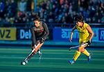 UTRECHT -Malou Pheninckx (Ned)  met Zhang Xiaoxue (China)  tijdens  de Pro League hockeywedstrijd wedstrijd , Nederland-China (6-0) .  COPYRIGHT  KOEN SUYK