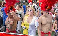 CURITIBA, PR, 01 DE DEZEMBRO 2013 – PARADA DA DIVERSIDADE LGBT-Participantes da Parada da Diversidade do Orgulho Gay se divertem durante o ato nas ruas de Curitiba com muita irreverência na tarde deste domingo (01), centro da cidade. (FOTO: PAULO LISBOA  / BRAZIL PHOTO PRESS)