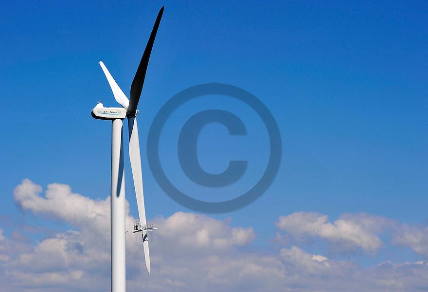 25/06/14 - ALLY - HAUTE LOIRE - FRANCE - Entretien et maintenance d une eolienne sur le Plateau d Ally - Photo Jerome CHABANNE