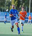 UTRECHT - Martijn Havenga (Kampong) met Tim Swaen (Bldaal)    tijdens de hoofdklasse competitiewedstrijd mannen, Kampong-Bloemendaal (2-2) . ) . COPYRIGHT KOEN SUYK