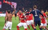 FUSSBALL  DFB POKAL FINALE  SAISON 2015/2016 in Berlin FC Bayern Muenchen - Borussia Dortmund         21.05.2016 Douglas Costa, Jerome Boateng, David Alaba, Torwart Manuel Neuer und Thiago Alcantara (v.l., alle FC Bayern Muenchen) feiern den Pokalsieg 2016