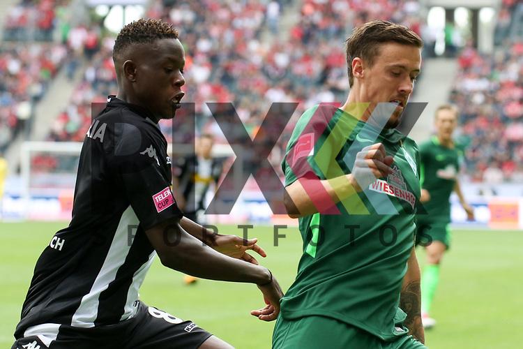 Gladbachs Zakaria (Nr.08) im Zweikampf mit Bremens Max Kruse (Nr.10)  beim Telecom Cup 2017 Borussia Moenchengladbach - SV Werder Bremen.<br /> <br /> Foto &copy; PIX-Sportfotos *** Foto ist honorarpflichtig! *** Auf Anfrage in hoeherer Qualitaet/Aufloesung. Belegexemplar erbeten. Veroeffentlichung ausschliesslich fuer journalistisch-publizistische Zwecke. For editorial use only.