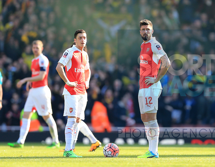 Arsenal's Mesut Ozil and Olivier Giroud look on dejected after going 1-0 down during the Emirates FA Cup match at The Emirates Stadium.  Photo credit should read: David Klein/Sportimage
