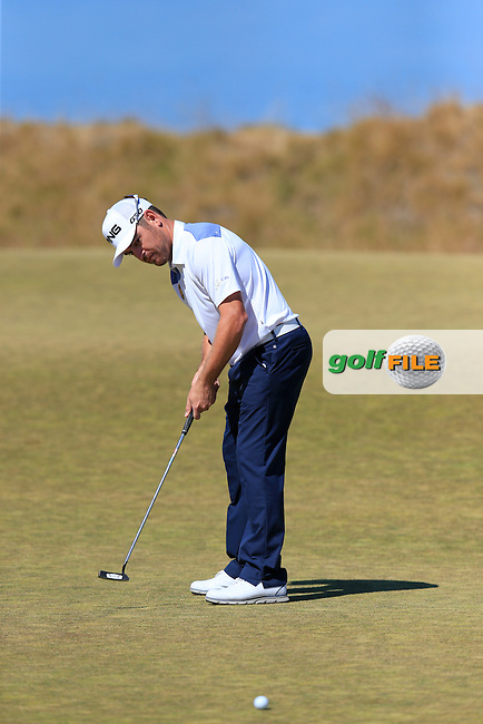 Louis Oosthuizen (RSA) takes his putt on the 17th green during Friday's Round 2 of the 2015 U.S. Open 115th National Championship held at Chambers Bay, Seattle, Washington, USA. 6/19/2015.<br /> Picture: Golffile | Eoin Clarke<br /> <br /> <br /> <br /> <br /> All photo usage must carry mandatory copyright credit (&copy; Golffile | Eoin Clarke)