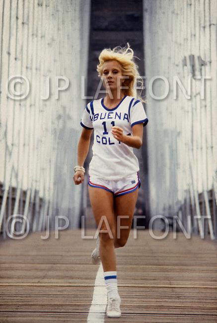 June 1979. Manhattan, NY. Portrait of Sylvie Vartan running on the Brooklyn Bridge.