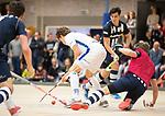DELFT - Derck de Vilder (Kampong) tegen de vliegende keeper Sander Groenheijde    tijdens de zaalhockey hoofdklasse competitiewedstrijd HDM-KAMPONG (7-8). COPYRIGHT KOEN SUYK
