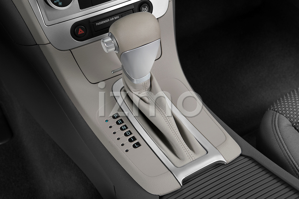 Gear shift detail view of a 2009 Chevrolet Malibu Hybrid
