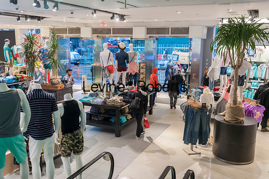 The Aéropostale store in Times Square store in New York on Tuesday, May 4, 2016. The embattled teen retailer Aéropostale has filed for Chapter 11 bankruptcy protection after 13 straight quarters of losses. The company will close 113 U.S. stores and 41 in Canada. (© Richard B. Levine)
