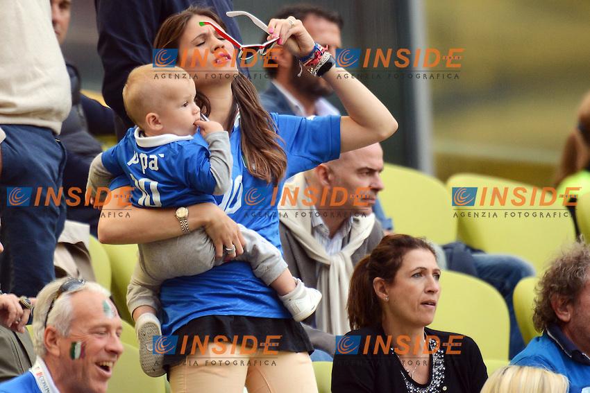"""Carolina Cassano con il figlio.Danzica 10/06/2012  """"GDANSK ARENA"""".Football calcio Europeo 2012  Spagna Vs Italia .Football Calcio Euro 2012.Foto Insidefoto Alessandro Sabattini..."""