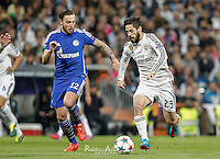 Real Madrid's Spanish midfielder Isco and Schalke´s German midfielder Marco Höger