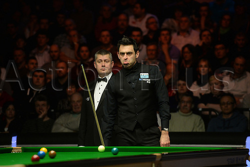 19.02.2016. Cardiff Arena, Cardiff, Wales. Bet Victor Welsh Open Snooker. Mark Selby versus Ronnie O'Sullivan. Ronnie O'Sullivan looks glum as he looks at his position on the table.
