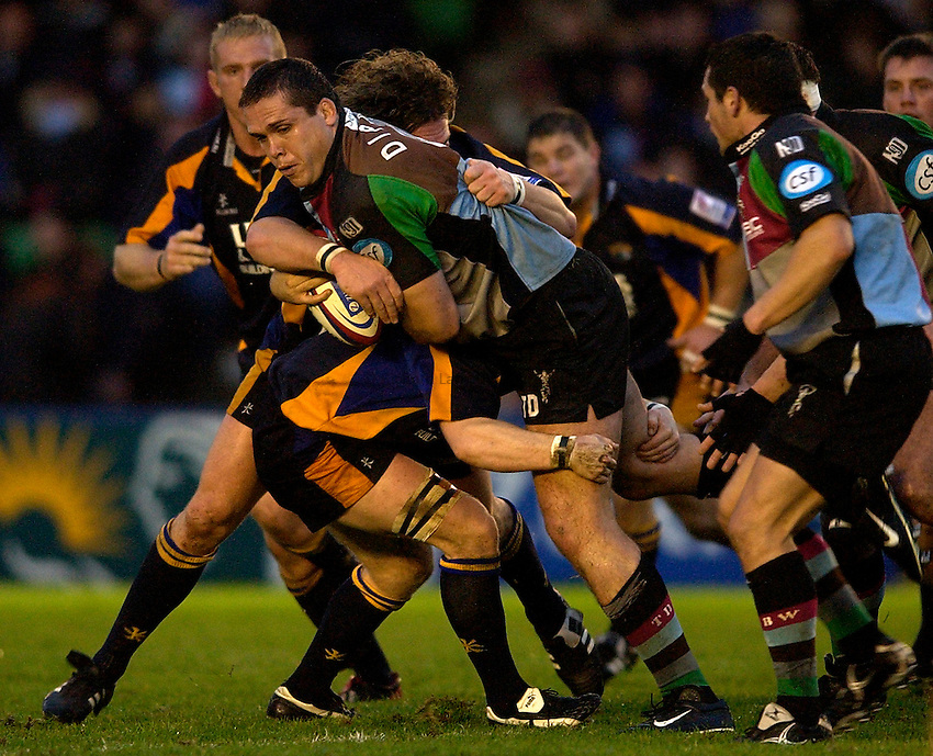 Photo: Richard Lane..NEC Harlequins v Leeds Tykes. Zurich Premiership. 29/11/2003. .Tony Diprose attacks.