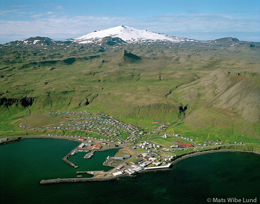 Ólafsvík, Snæfellsbær, Snæfellsjökull í baksýni, loftmynd. / Olafsvik, Snaefellsbaer ,Snaefellsjokull glacier in background, aerial.