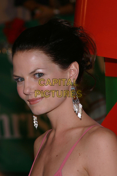 JENNIFER MORRISON.'Surviving Christmas' Los Angeles Premiere held at the Grauman's Chinese Theater. .October 14th, 2004.headshot, portrait, dangling earrings.www.capitalpictures.com.sales@capitalpictures.com.© Capital Pictures.