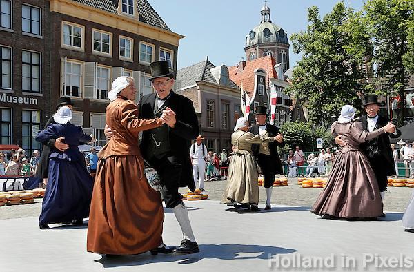 Nederland  Hoorn 2016.  Kaasmarkt in Hoorn.  Optreden van de Spierdijker Dansers. Foto Berlinda van Dam / Hollandse Hoogte