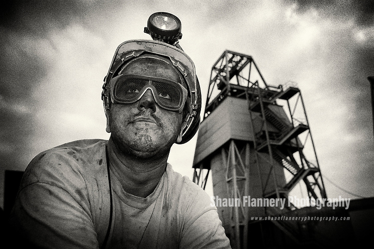 Pix: Shaun Flannery/shaunflanneryphotography.com...COPYRIGHT PICTURE>>SHAUN FLANNERY>01302-570814>>07778315553>>..4th December 1995..An unknown miner pictured after finishing his shift at Markham Main Colliery , a coal mine in the village of Armthorpe nr. Doncaster which was shut in 1996.