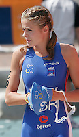 30 JUL 2006 - SALFORD, UK - Vanessa Raw walks to the pontoon for the start of the Elite womens race at the ITU World Cup round. (PHOTO (C) NIGEL FARROW)