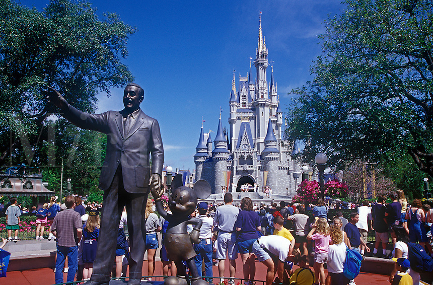 Statue of Walt Disney and Micky Mouse at the entrance to the magic kingdom. Disney World, Orlando, Florida.