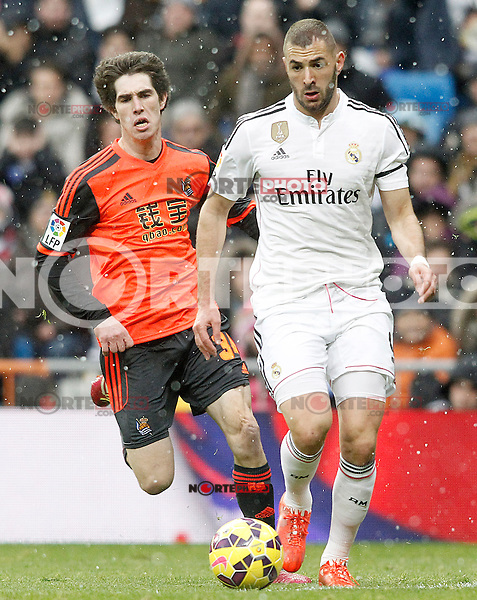 Real Madrid's Karim Benzema (r) and Real Sociedad's Aritz Elustondo during La Liga match.January 31,2015. (ALTERPHOTOS/Acero) /NortePhoto<br />