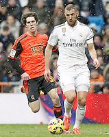 Real Madrid's Karim Benzema (r) and Real Sociedad's Aritz Elustondo during La Liga match.January 31,2015. (ALTERPHOTOS/Acero) /NortePhoto<br /> /NortePhoto.com