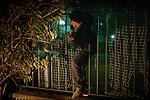[English]  It's 9:30pm, like every public park in Paris, Villemin park is closed. Ahmad, 15, trying to reach it to spend there the night.<br /> <br /> [Francais]  Il est 21h30, comme tous les jardins de la Mairie de Paris, le square est ferme depuis la tombee de la nuit. Ahmad, 15 ans, doit franchir plusieurs barrieres pour y acceder.