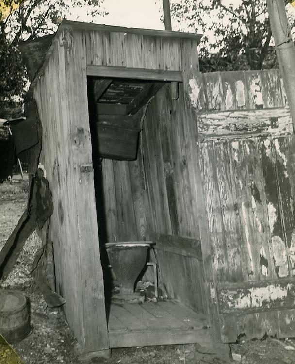 1950 April 01..Redevelopment..Project#1 (UR1-1)..Slum Conditions.Outdoor plumbing...NEG#copy PLW69-22-10.NRHA#81..
