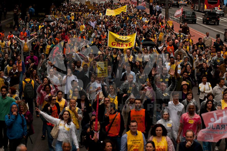 SAO PAULO, SP, 21.07.2015 - PROTESTO - SP - Servidores da Justiça Federal realizam ato em todo o Brasil por reposições salariais, na avenida Paulista, nessa terça-feira 21. ( Foto: Gabriel Soares/ Brazil Photo Press)