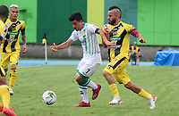 BARRANCABERMEJA  - COLOMBIA, 18-08-2019: Freddy Florez  (Der.) jugador de  Alianza Petrolera disputa el balón con Sherman Cardenas (Izq.)jugador de Atlético Bucaramanga durante partido por la fecha 6 de la Liga Águila II 2019 jugado en el estadio Daniel Villa Zapata de la ciudad de Barrancabermeja. /Freddy Florez (R)   player of  Alianza Petrolera  fights the ball  agaisnt of  Sherman Cardenas  (L) player of Atletico BucarAmanga  during the match for the date 6 of the Liga Aguila II 2019 played at the Daniel Villa Zapata Stadium in Barrancabermeja  city. Photo: VizzorImage / José Martínez  / Contribuidor