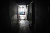 Mangelern&auml;hrung, Missbrauch von Alkohol und die schlechten<br />hygienischen Bedingungen f&ouml;rdern den Ausbruch der Krankheit, das ist<br />besonders ein Problem f&uuml;r die &Auml;rmsten der st&auml;dtischen Bev&ouml;lkerung von<br />Balti, die in den sog. &bdquo;Komunalkas&ldquo; leben. Oft leben auch junge Familien<br />mit Kleinkindern f&uuml;r lange Zeitr&auml;ume in solchen Komunalkas. // Moldova is still the poorest country of Europe. Hopes to join the European Union are high. After progress in the past years tuberculosis is on the rise again. The number of new patients raise since 2010 and is on a level that has not been reached since the late 90s.