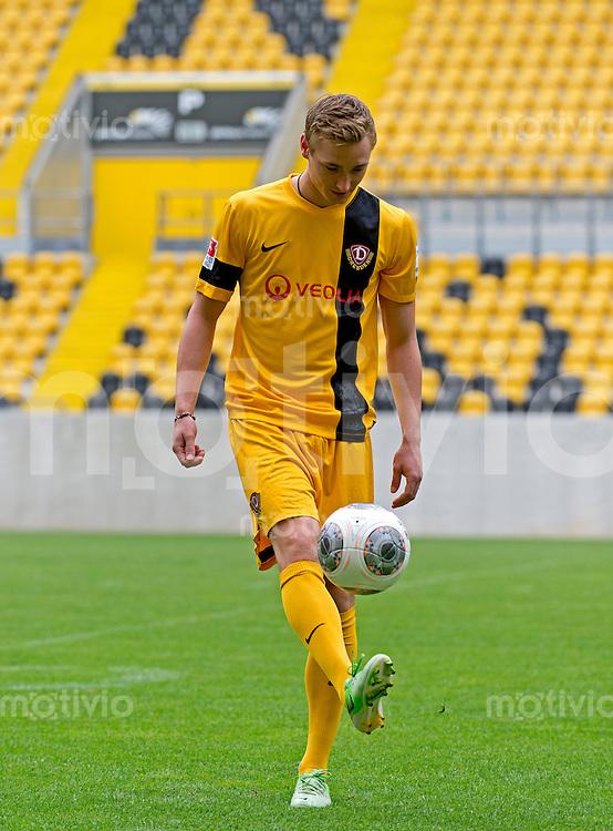 Fussball, 2. Bundesliga, Saison 2013/14, SG Dynamo Dresden, Vorstellung der neuen Trikots, Montag (24.06.2013).  Dresdens Christoph Menz.