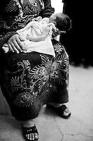 Cette femme refuse d'être photographiée par peur des représailles envers sa famille restée en Syrie. Elle est kurde, de Syrie. Elle a fui, enceinte, avec 3 autres enfants et un seul passeport. Elle est hébergée à Nusaybin pour 15 euros par jour. Son bébé a pu naître en paix comme ceux de sa voisine. Elles sont deux familles à vivre dans cette maison du centre ville. Il n'y a pas d'hommes, tués ou restés en Syrie.<br /> <br /> This woman refuses to be photographed for fear of reprisals against his family remained in Syria. she is Kurdish from Syria. She fled, pregnant, with three other children and one passport. they are hosted in Nusaybin for 15 euros per day. Her baby has been born in peace as those of her neighbor. They are two families living in this house downtown. There are no men, killed or remained in Syria.