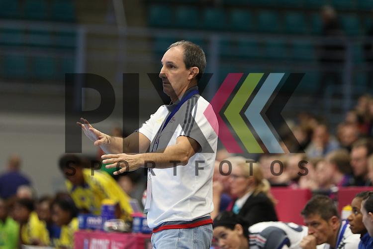 Kolding (DK), 10.12.15, Sport, Handball, 22th Women's Handball World Championship, Vorrunde, Gruppe C, Frankreich-DR Kongo :  Alain Portes (Frankreich, Trainer)<br /> <br /> Foto &copy; PIX-Sportfotos *** Foto ist honorarpflichtig! *** Auf Anfrage in hoeherer Qualitaet/Aufloesung. Belegexemplar erbeten. Veroeffentlichung ausschliesslich fuer journalistisch-publizistische Zwecke. For editorial use only.
