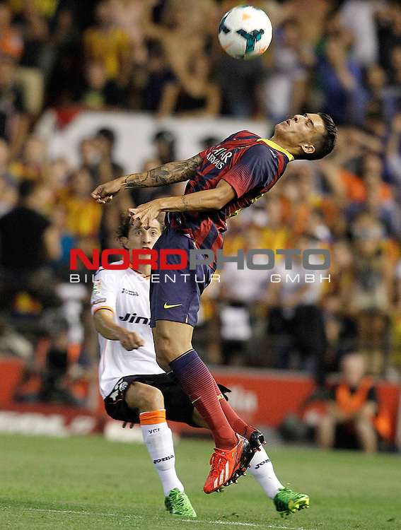 Valencia's Andres Guardado (l) and FC Barcelona's Cristian Tello during La Liga match.September 1,2013. Foto © nph / Acero)