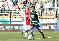 S&Atilde;O PAULO,SP, 14 JANEIRO 2011 - AMISTOSO PALMEIRAS X AJAX (HOL)<br />  Valdivia (d) durante  partida entre as equipes do Palmeiras X Ajax (hol) realizada no  Est&aacute;dio Paulo Machado de Carvalho (Pacaembu) na zona oeste de S&atilde;o Paulo, neste Sabado (14). (FOTO: ALE VIANNA - NEWS FREE).