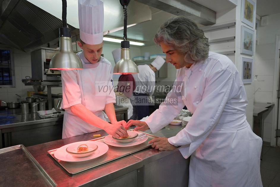 """Europe/France/Provence-Alpes-Cote d'Azur/Vaucluse/Joucas: Xavier Mathieu chef de l'"""" Hotel-restaurant Le Phébus, rte de Murs"""