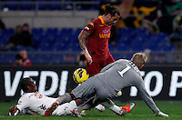 Calcio, Serie A: AS Roma vs Torino. Roma, stadio Olimpico, 19 novembre 2012..AS Roma forward Pablo Daniel Osvaldo, center, is challenged by Torino defender Angelo Ogbonna, left, and goalkeeper Jean Fraocois Gillet, of Belgium, during the Italian Serie A football match between AS Roma and Torino at Rome's Olympic stadium, 19 November 2012..UPDATE IMAGES PRESS/Isabella Bonotto