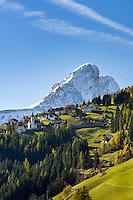 Italy, South Tyrol (Trentino-Alto Adige), San Martino in Badia: district Antermoia and mountain Sass de Putia | Italien, Suedtirol (Trentino-Alto Adige), St. Martin in Thurn: Ortsteil Untermoi vorm Peitlerkofel