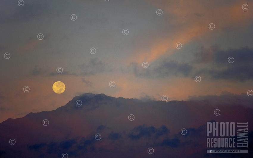 Waialeale mountian with full moon, Kauai