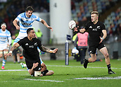 9th September 2017, Yarrow Stadium, New Plymouth. New Zealand; Supersport Rugby Championship, New Zealand versus Argentina; New Zealands Vaea Fifita offloads to New Zealands Damian McKenzie