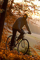 Dave Seldon.riding Kona Hybrid bike in Autumn leaves.sunningdale , Berks Nov 2003.pic copyright Steve Behr / Stockfile