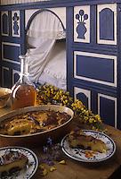 """Europe/France/Bretagne/29/Finistère/Ile d'Ouessant : Ecomusée d'Ouessant - Far breton aux pruneaux - Recette de Mme Le Gall de la ferme-auberge """"Keraloret"""" (Stylisme Coco Jobard)"""