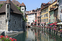 Palais de l'Isle is a castle built in 1132 that is in the center of the Thiou canal in the quaint French town of Annecy.
