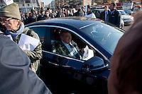 Roma 28 Novembre 2011.Inaugurata la nuova Stazione Tiburtina dell'alta velocità..Il presidente di Bnl, Luigi Abete prende un volantino dai manifestanti