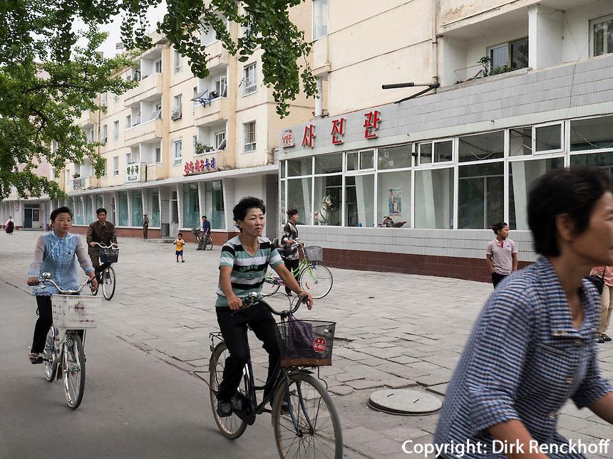 Stra&szlig;e in Kaesong, Nordkorea, Asien<br /> Street in Kaesongl, North Korea, Asia