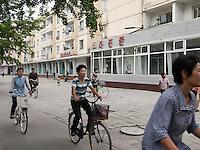 Straße in Kaesong, Nordkorea, Asien<br /> Street in Kaesongl, North Korea, Asia
