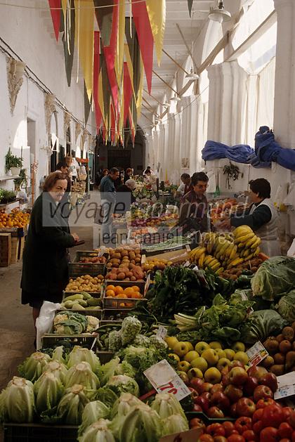 Europe/Espagne/Baléares/Minorque/Mahon : Le marché du cloître -Etal de fruits et légumes