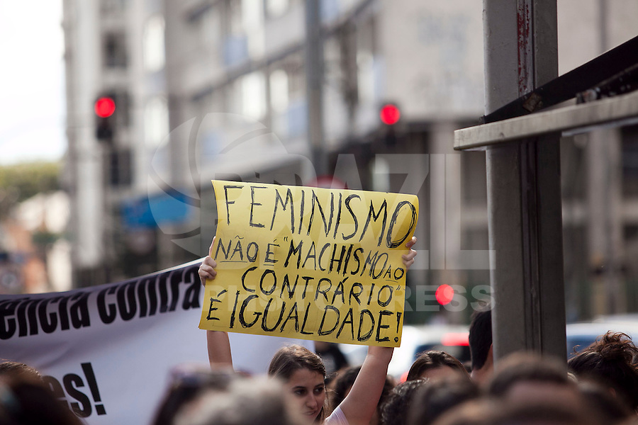 SAO PAULO, MSP, 26 DE MAIO DE 2012 - MARCHA DAS VADIAS EM SAO PAULO - Neste sabado (26) acontece a 2 edicao das marchas das vadias, na regiao da av. Paulista, zona central da cidade. - FOTO RICARDO LOU - BRAZIL PHOTO PRESS