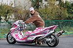 "Tsukahara Takamichi with ""Cool Concept"", Yamaha Majesty (Bell Custom)."